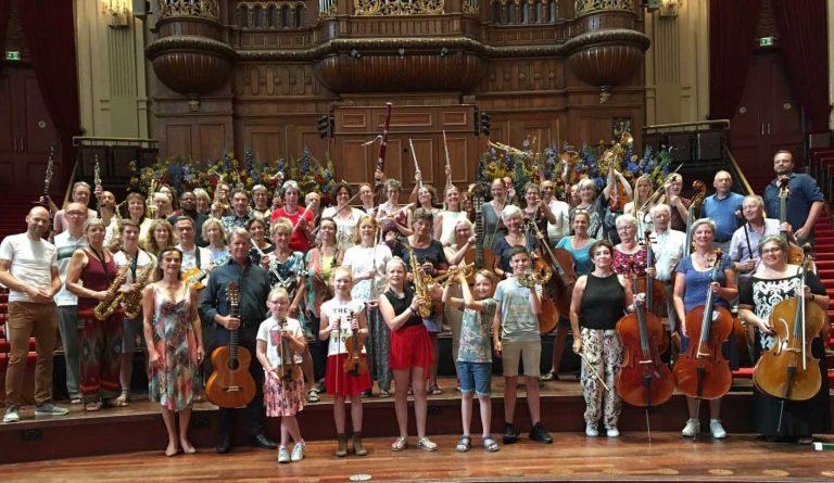 Beginnersorkest Merlijne en Asko Schönberg in het Concertgebouw en Uitmarkt op Museumplein Amsterdam