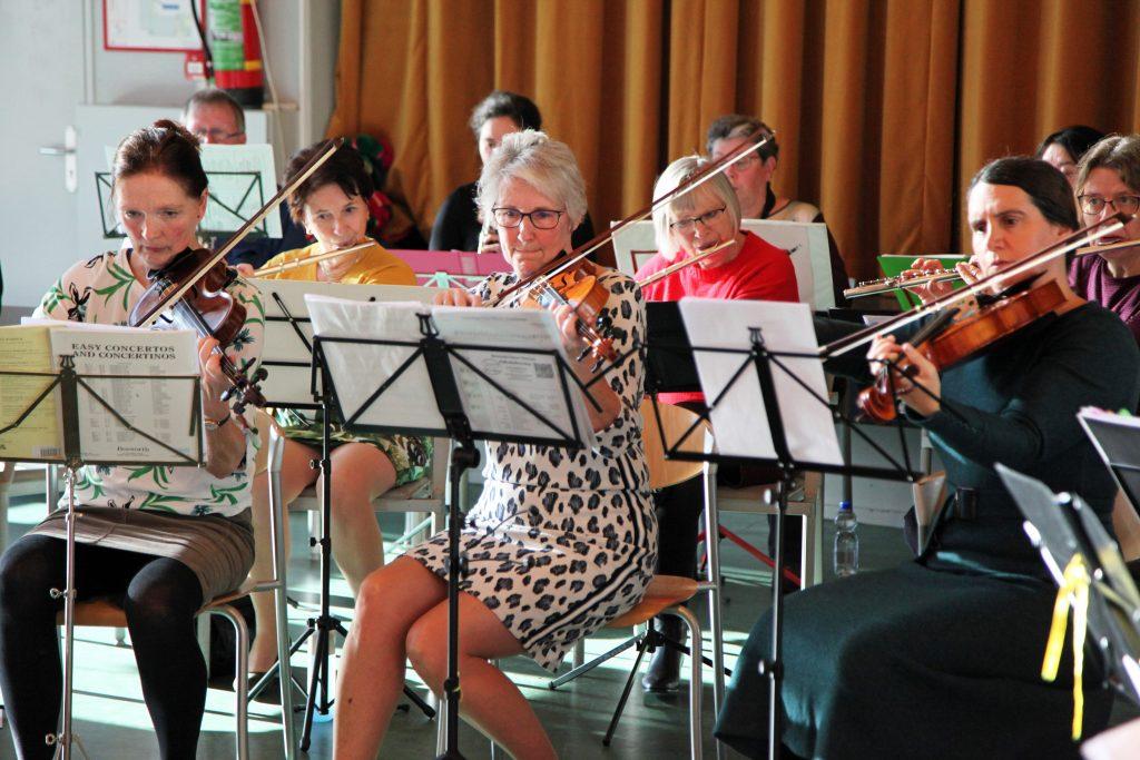 Iedereen is van harte welkom om mee spelen in ons orkest