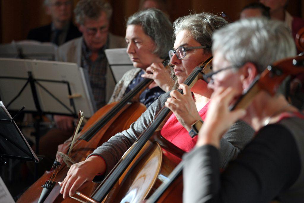 Ons orkest repeteert serieus voor een uitvoering